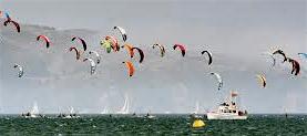 Kitesails on Bay